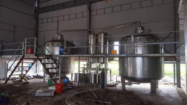 cách làm tinh dầu từ hệ thống chưng cất tinh dầu